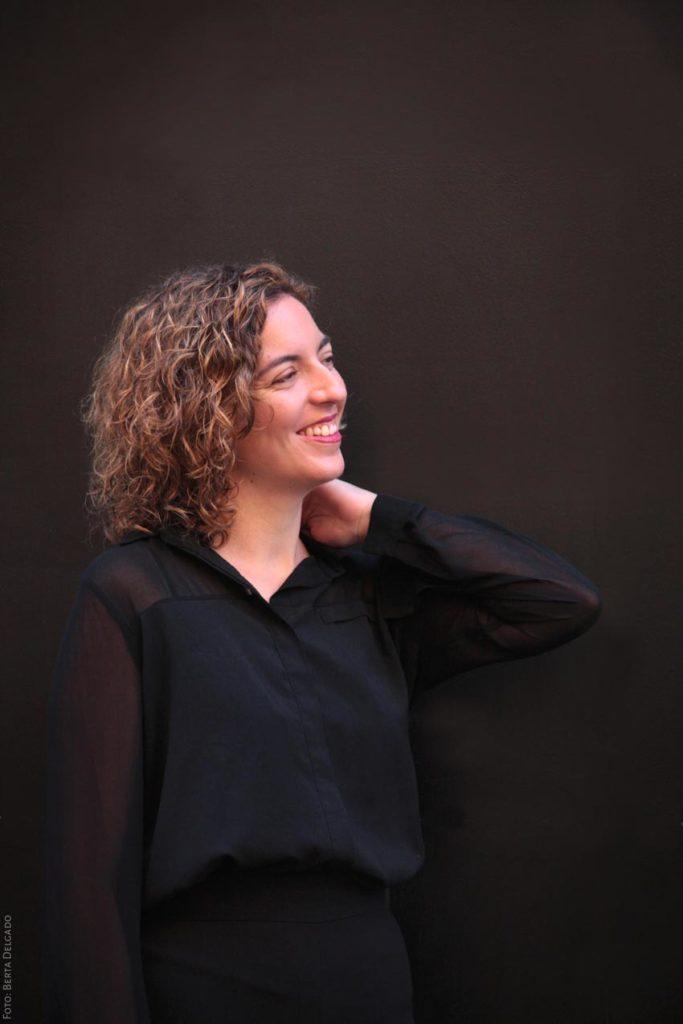 Lara Diloy. Directora de Orquesta profesional. YanMag