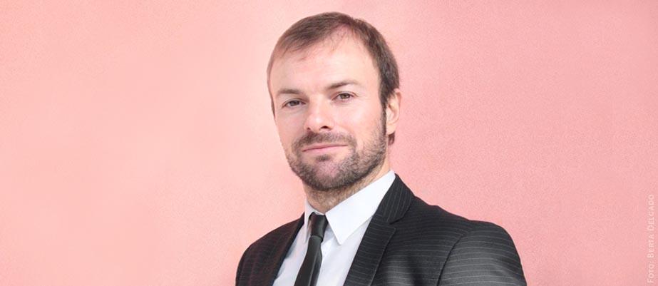 Karel Ayllón es bróker aeronautico, especializado en contratación y gestión de vuelos charter