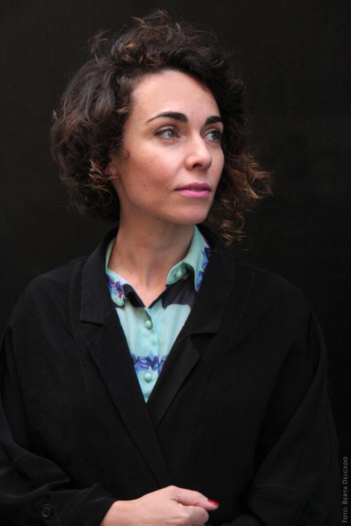 Lina-Avila-Artista-Plastica-Collage-Republic-Mujeres-que-cortan-y-pegan-YanMag