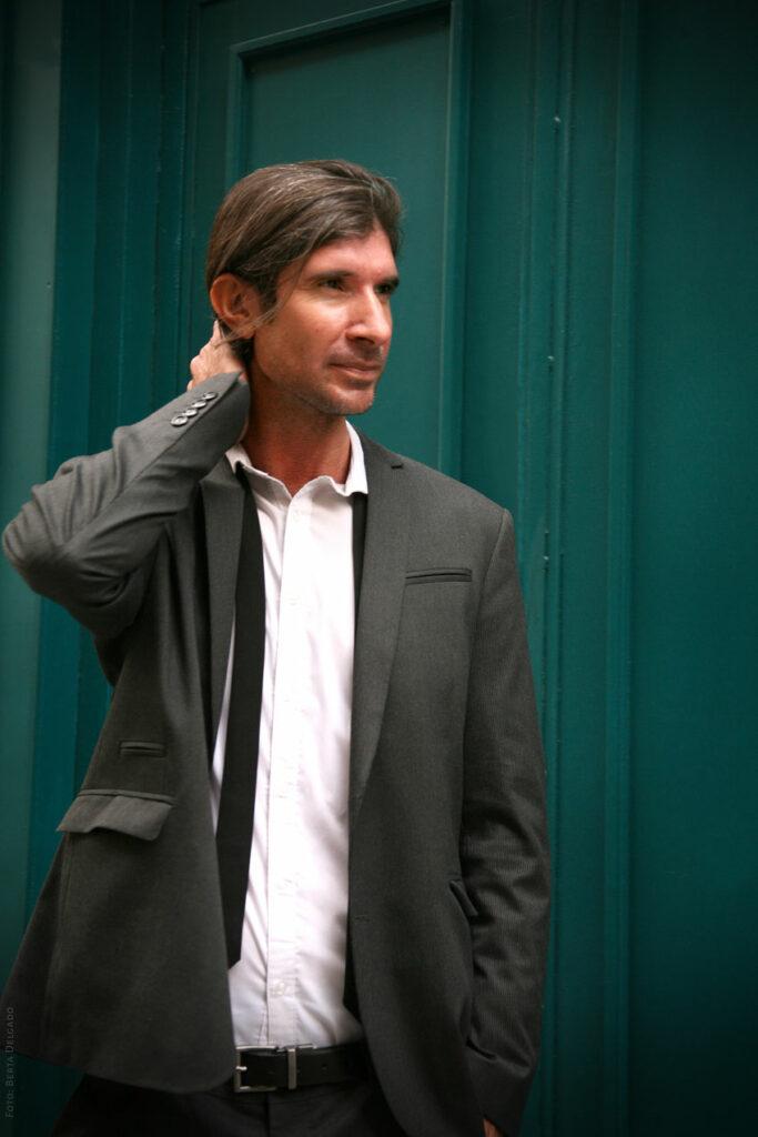 Carlos-Javier-Gonzalez-Serrano-Director-editorial-filosofo-profesor-asesor-de-comunicacion-filosofia-YANMAG