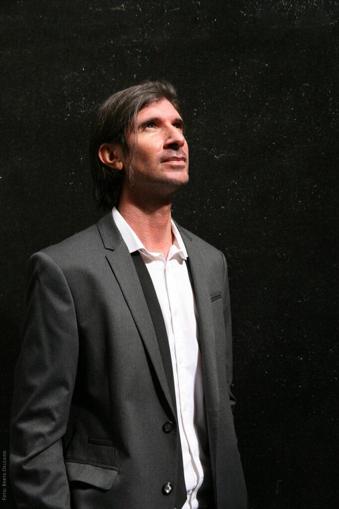 Carlos-Javier-Gonzalez-Serrano-Director-editorial-filosofo-profesor-asesor-de-comunicacion-investigacion-YANMAG