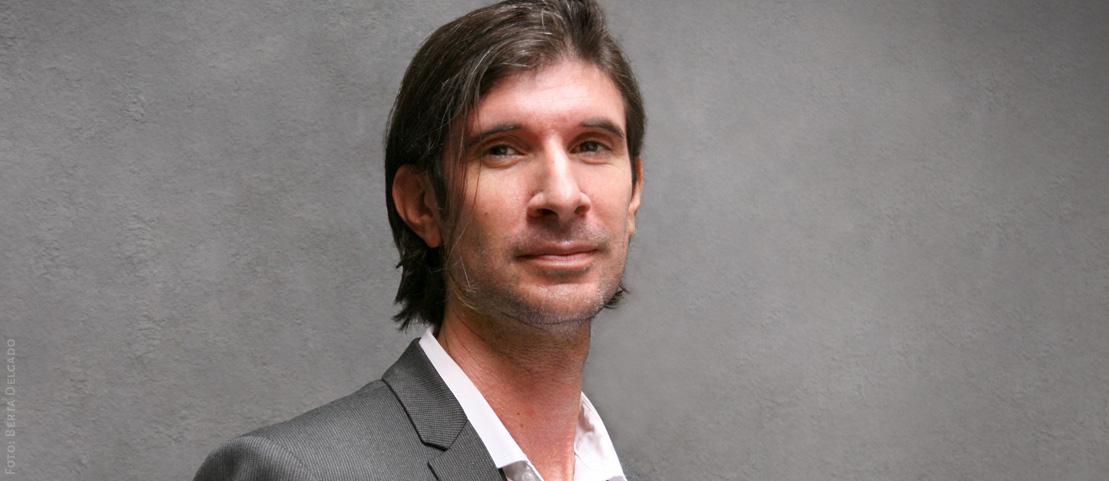Carlos-Javier-Gonzalez-Serrano-Director-editorial-filosofo-profesor-asesor-de-comunicacion-literatura-YANMAG