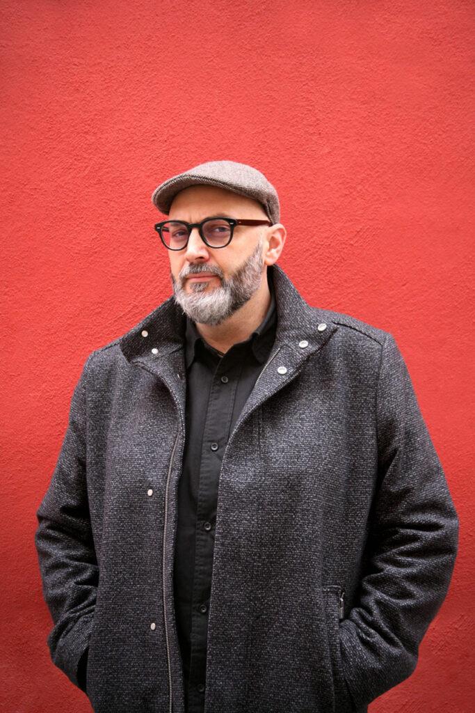 Miguel-Angel-Hernandez-escritor-historiador-autor-comisario-de-arte-YANMAG